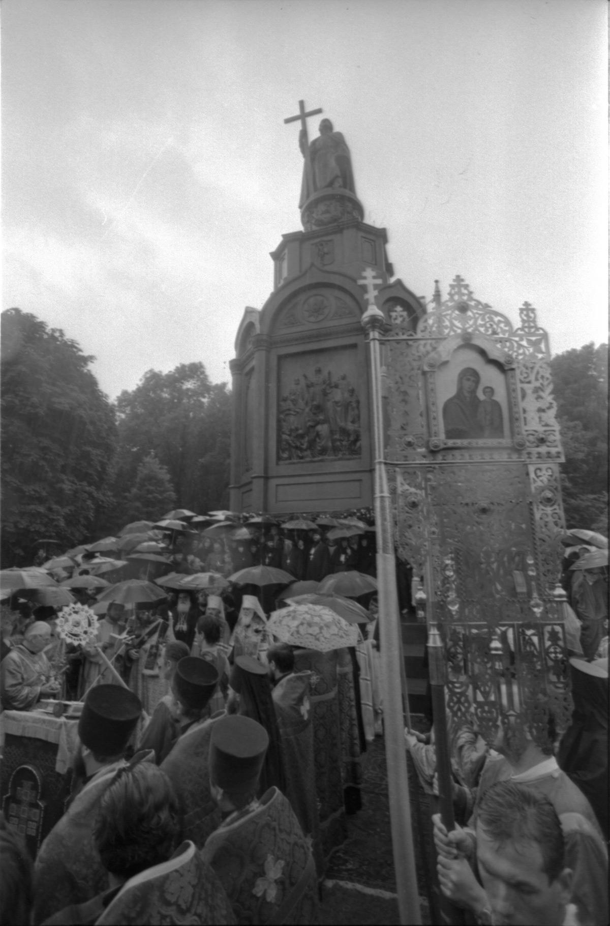 Празднование 1000-летия Крещения Руси. 1988 г., молебен на Владимирской горке в Киеве/ foma.in.ua