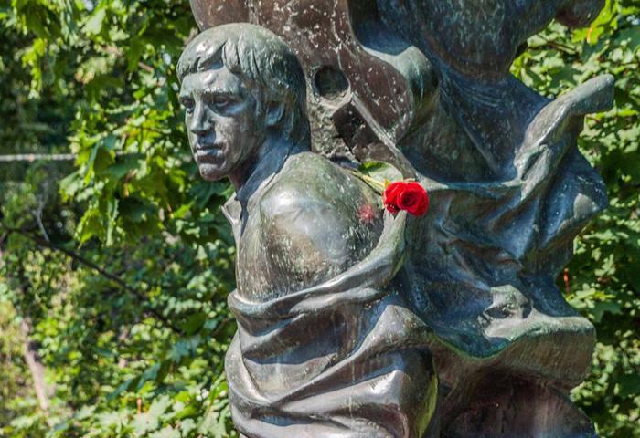 В годовщину смерти Высоцкого на его могиле совершили литию/ foma.ru