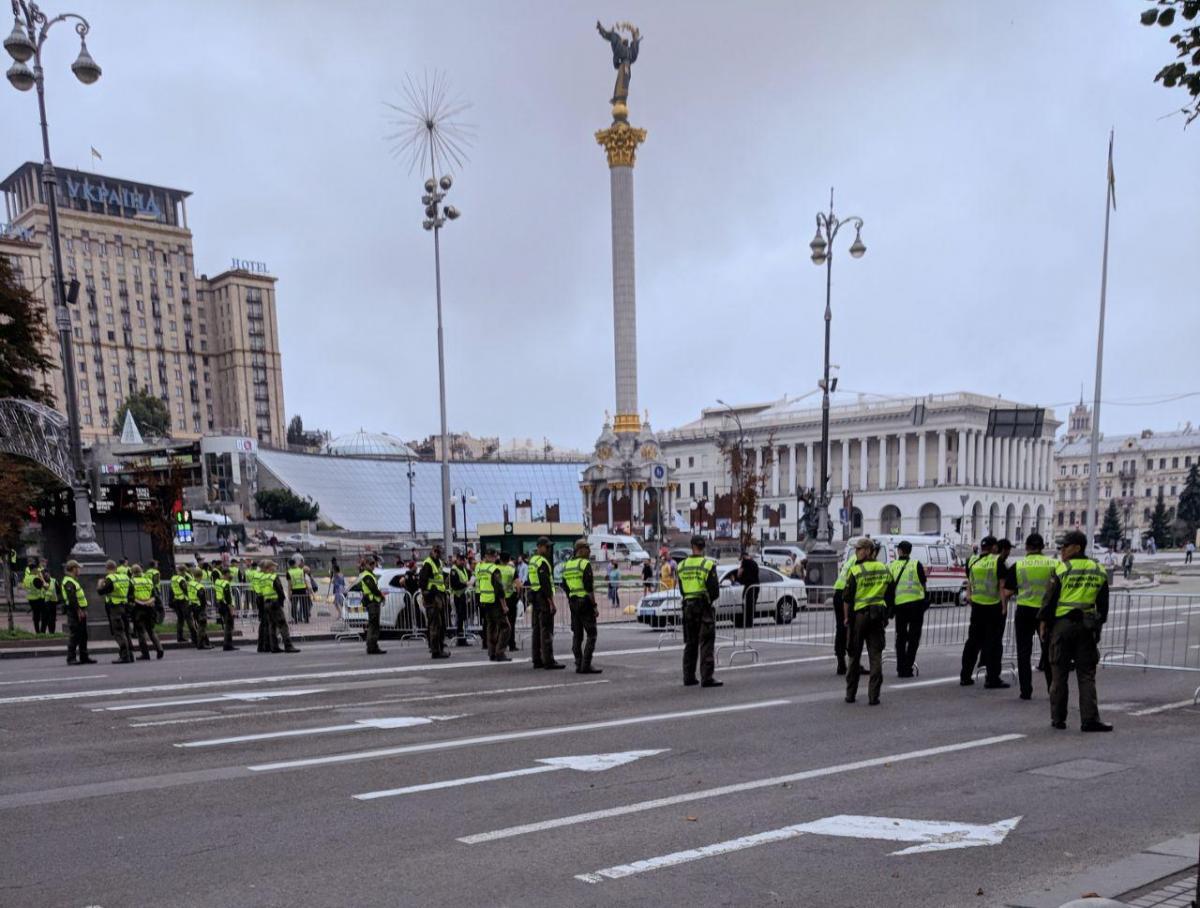 Отрезок Крещатика от Майдана Независимости до Европейской площадиохраняют правоохранители / фото УНИАН