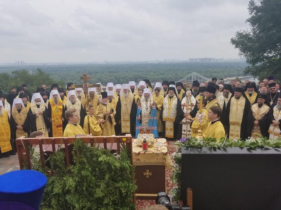 На Владимирской горке начался молебен в честь 1030-летия Крещения Руси / Фото «УНИАН-Религии»
