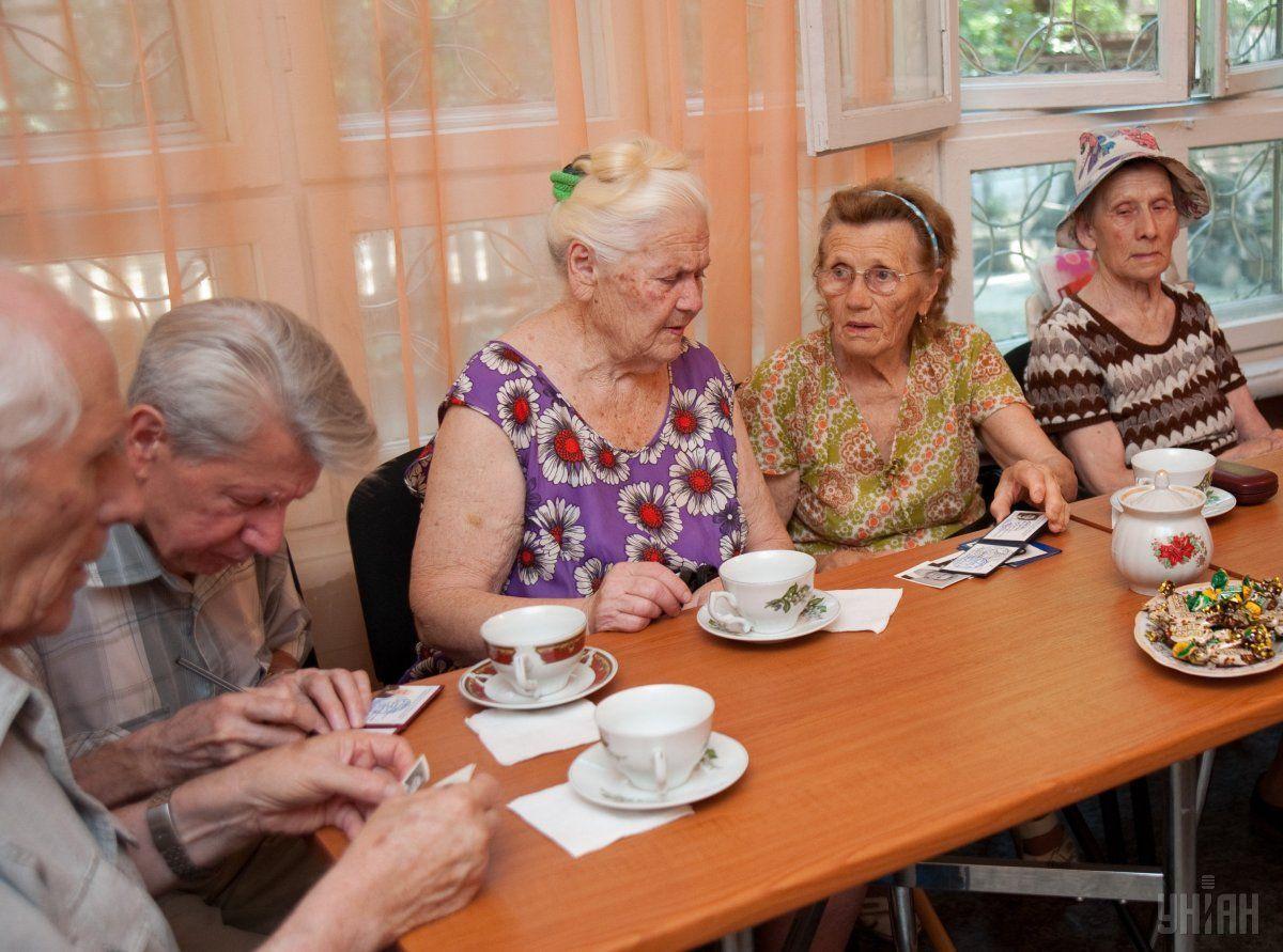 Рассчитывать на имеющуюся сейчас солидарную пенсионную систему работающим ныне украинцам не приходится / фото УНИАН
