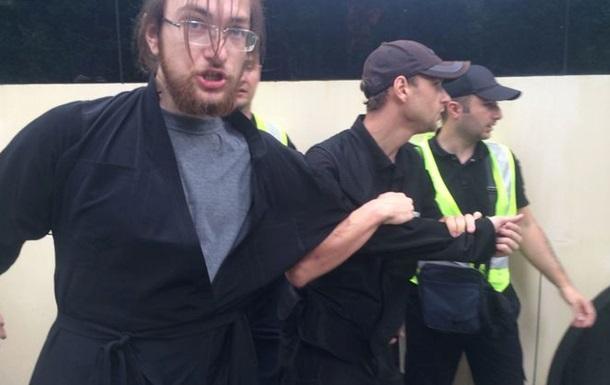 """Поліція затримала активіста """"Братства"""" в одязі священика / Фото: liga.net"""