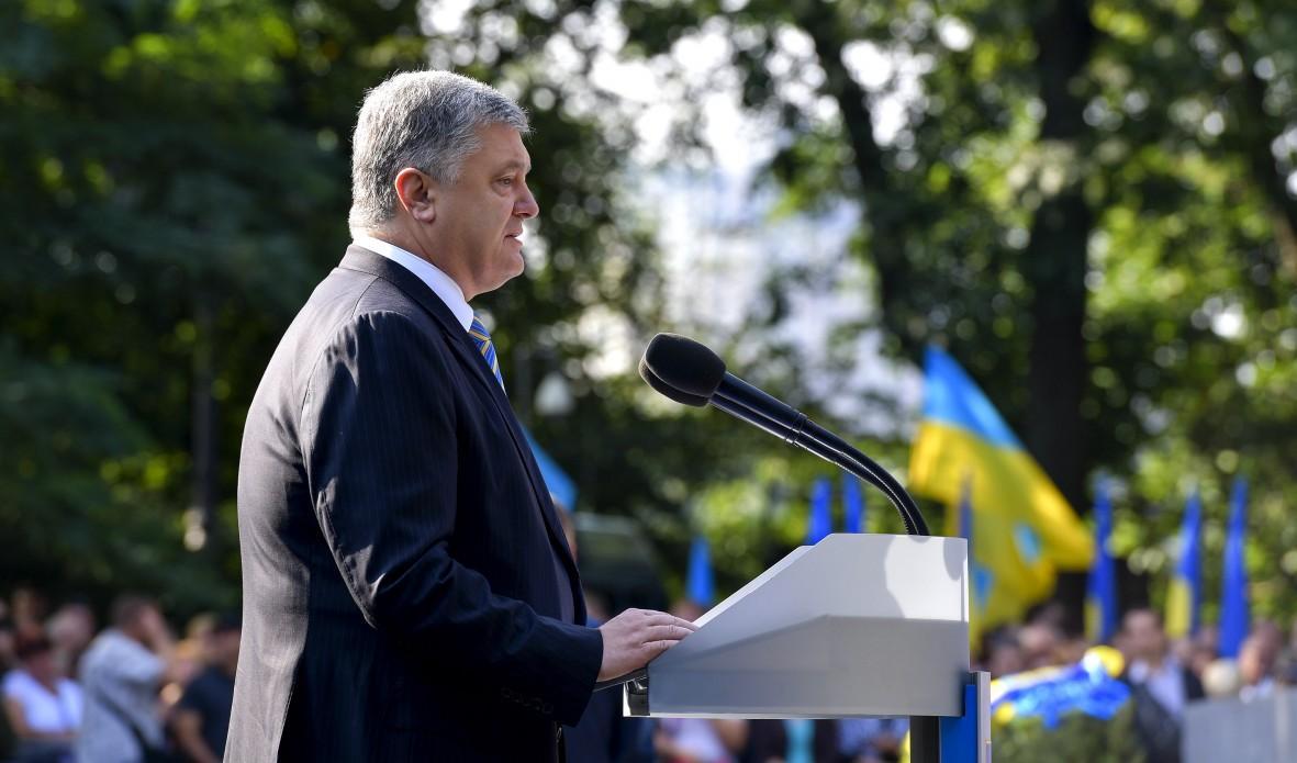 Лещенко звинуватив Порошенка в тому, що він замовляє свою рекламу під виглядом соціальної / фото president.gov.ua