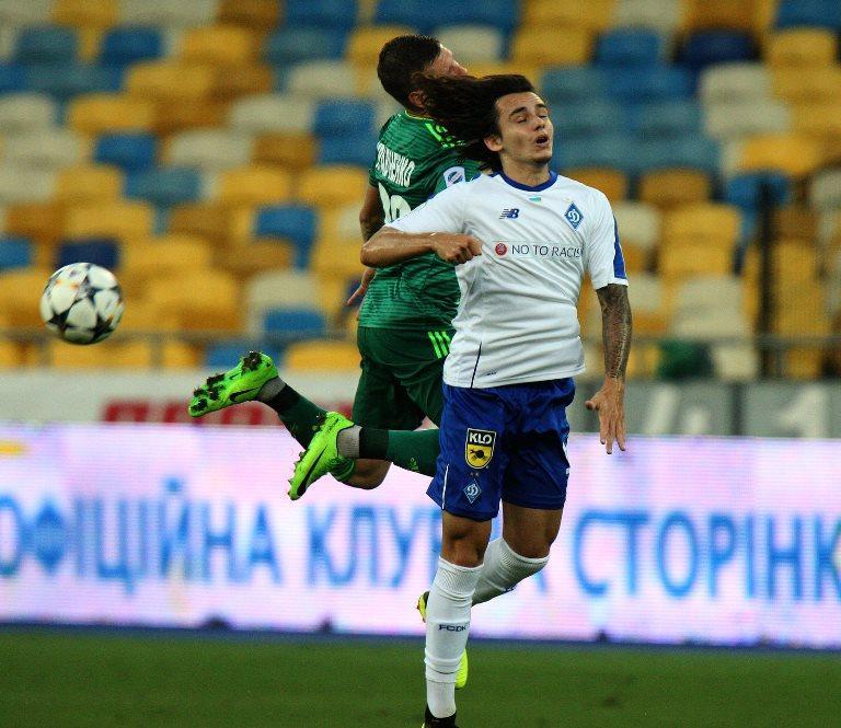 Шапаренко зламав ніс в матчі 1-го туру Прем'єр-ліги / Микола Бочок