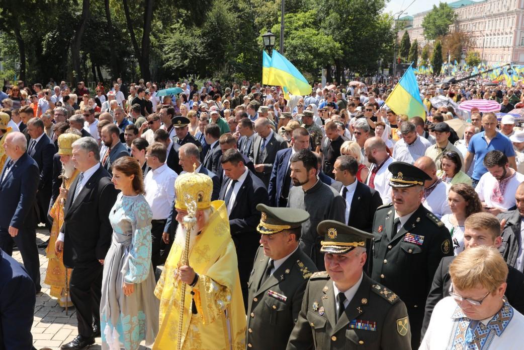 Президент разом з дружиною беруть участь у хресному ході УПЦ КП / president.gov.ua