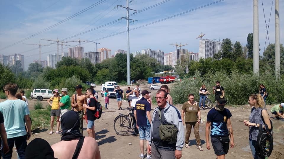 Противники будівництва вважають, що роботи ведуться незаконно / фото Facebook/Оборона Позняків-Осокорків від тотальної забудови
