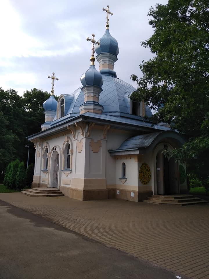 Неизвестные бросили дымовую шашку в помещение храма через приоткрытое окно / facebook.com/mykola.danylevych