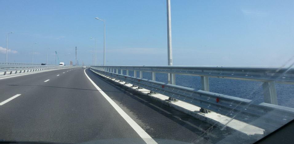 Машин на мосту очень мало / фото twitter.com/KrimRt
