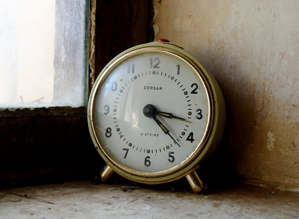 Україна переходить на зимовий час: коли потрібно переводити стрілки годинника / ілюстрація / REUTERS