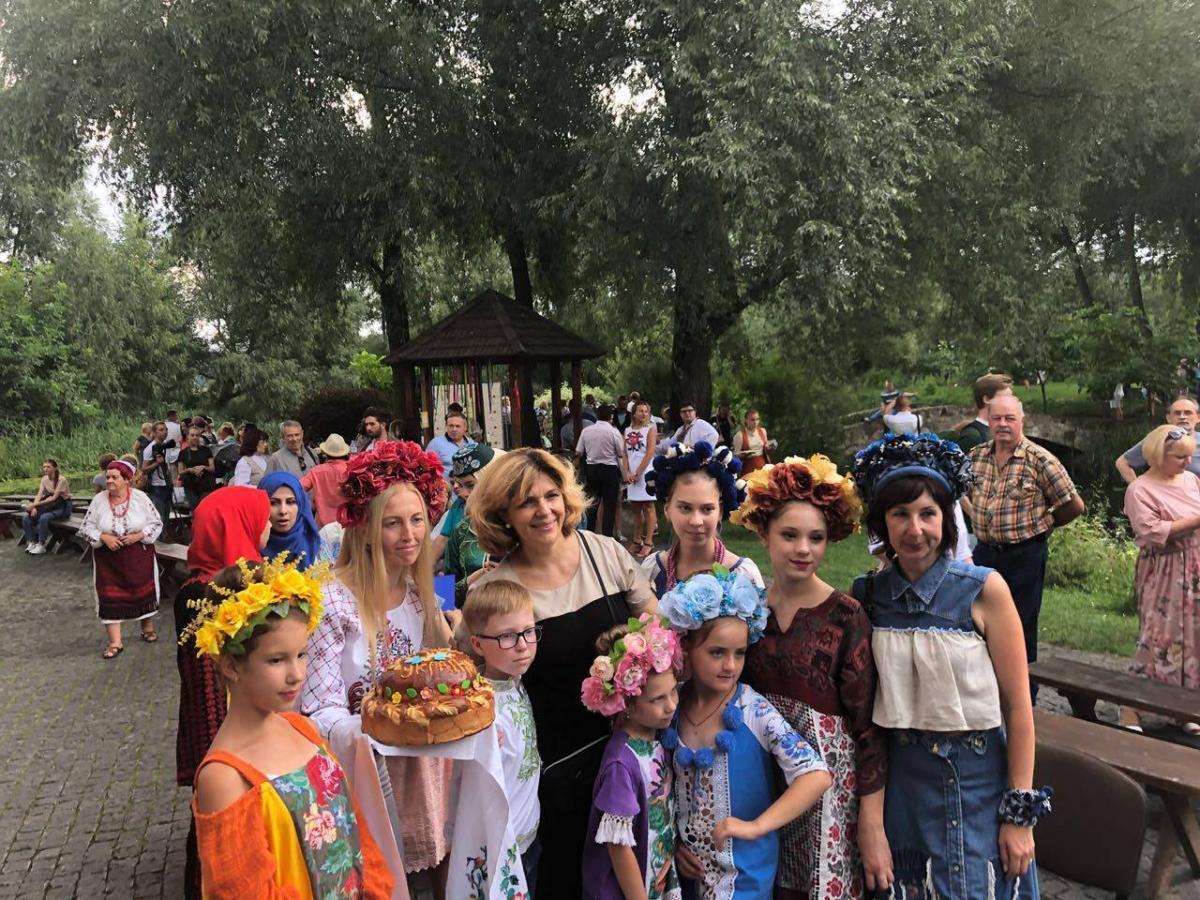 В субботу, 28 июля, на территории замка-музея «Радомысль» состоялся третий  Всеукраинский фестиваль этнического и стилизованной одежды и аксессуаров «  ... 4930707809f