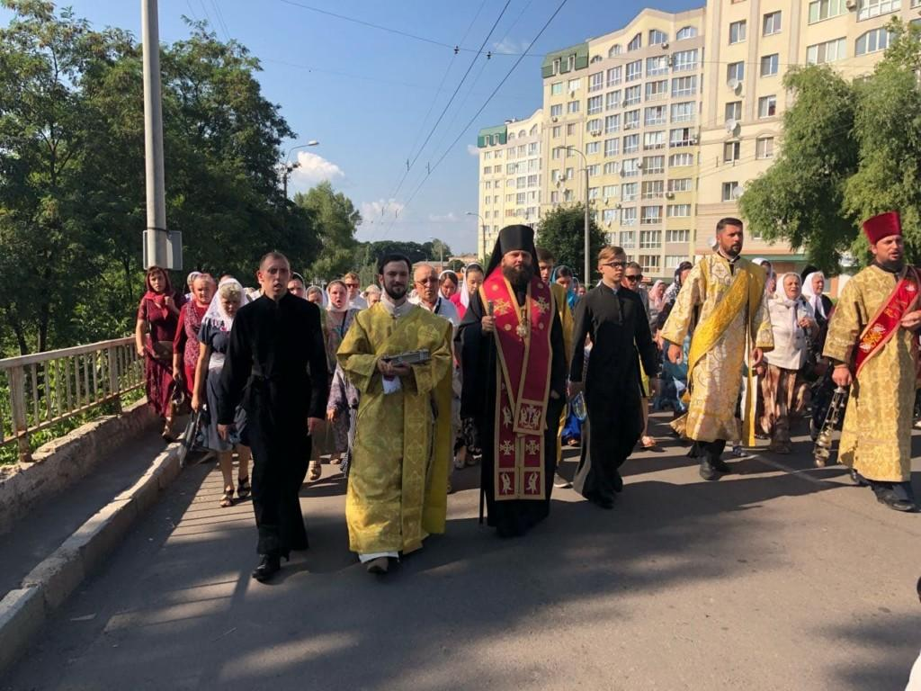 Хресна хода пройшла вулицями міста до храму святителя Миколая / rivne.church.ua