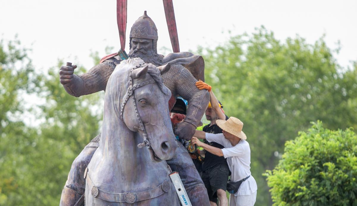 Памятник богатырю времен Киевской Руси Илье Муромцу, который устанавливают в Киеве, создали по уникальной технологии