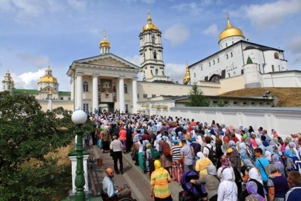 Кілька масштабних хресних ходів ідуть на урочистості доПочаївської лаври/ foma.in.ua