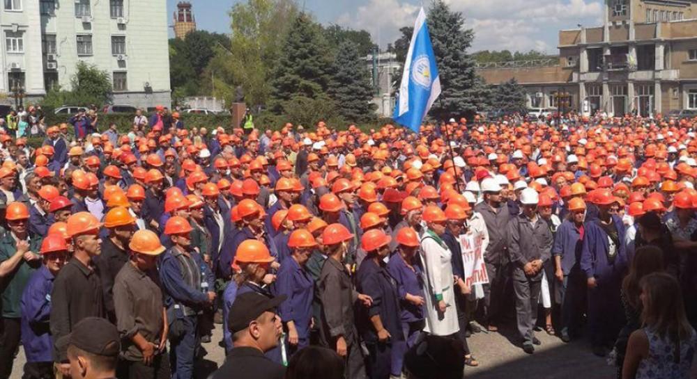 Про це він сказав на мітингу в підтримку хімічної промисловості на  підприємстві «ДніпроАзот» в місті Кам янське Дніпропетровської області a4ef50d092540