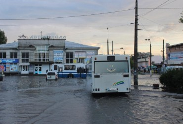 Дощі перетворили Хмельницький на Венецію (фото, відео)