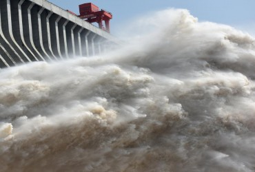 "Тайфун ""Сон-Тинх"" достиг побережья Китая"