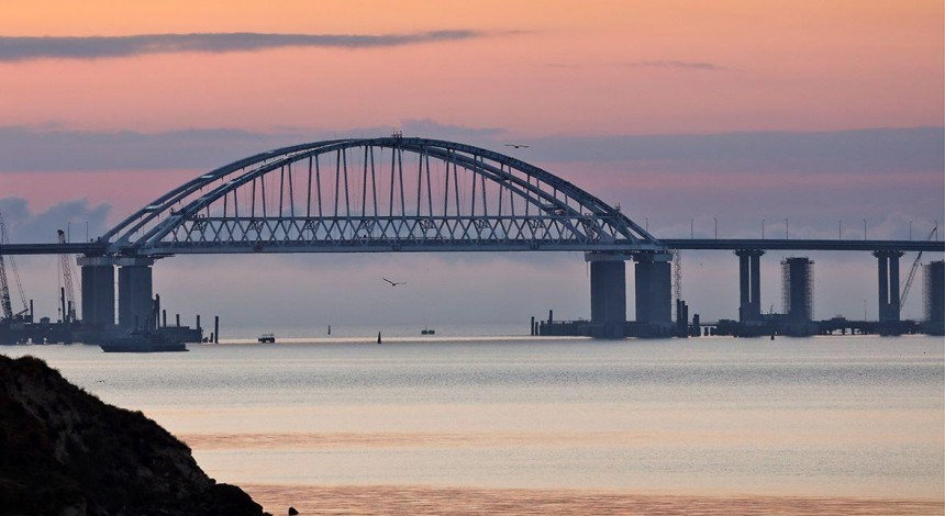 EU envoys slap sanctions against six people involved in illegal construction Crimean bridge – Poroshenko
