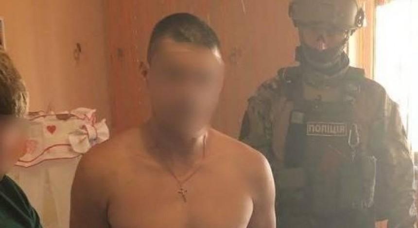 Чоловіку на Житомирщині, який знімав порно зі своєю донькою-немовлям, світить до 10 років в'язниці (фото)
