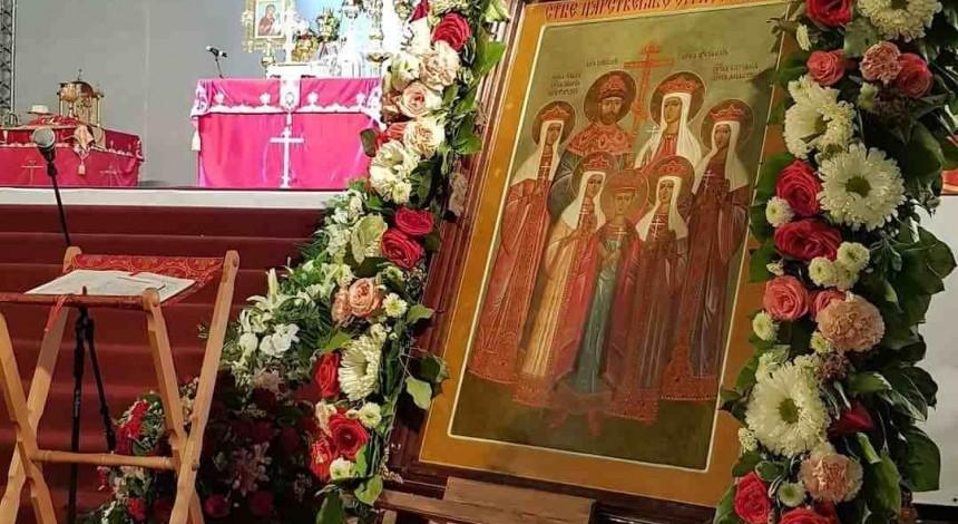 Віруючі з різних країн світу пройшли багатотисячним хресним ходом у ніч вбивства царської сім'ї