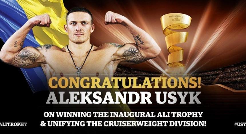 Усик разгромил Гассиева в Москве и стал абсолютным чемпионом мира