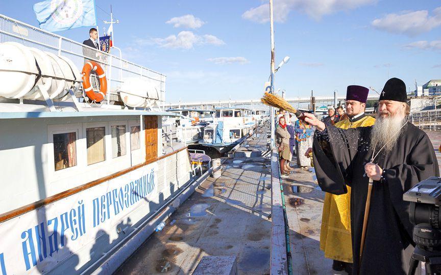 На кораблі вирушать 30 священиків, лікарів, фахівців соцслужби / rublev.com