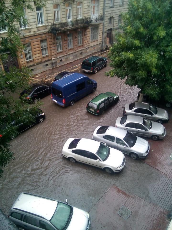 Вулиці Львова знову затопило / www.facebook.com/igor.zinkevych