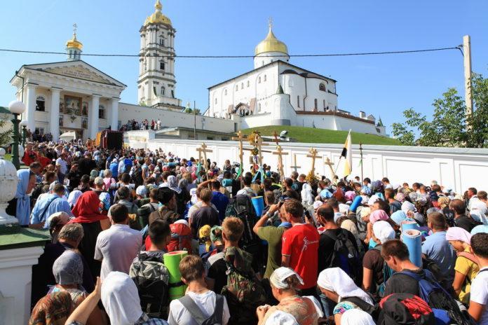 Крестные ходы направляются к Почаевской Лавреиз разных регионов Украины и ближнего зарубежья / church.ua