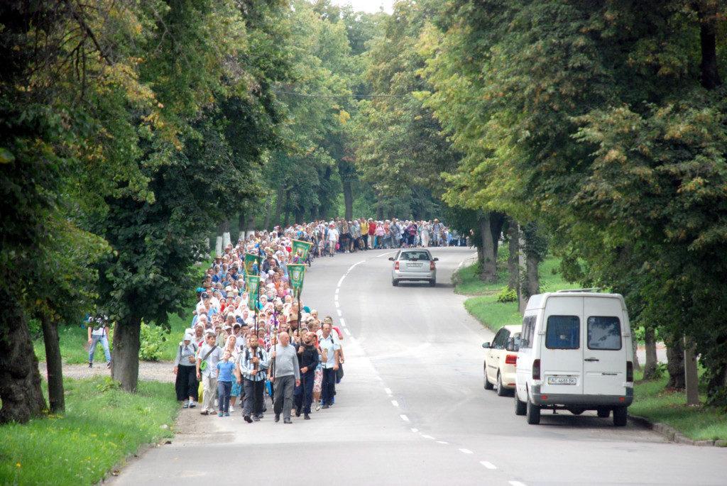 Крестными ходами идут несколько тысяч верующих / church.ua