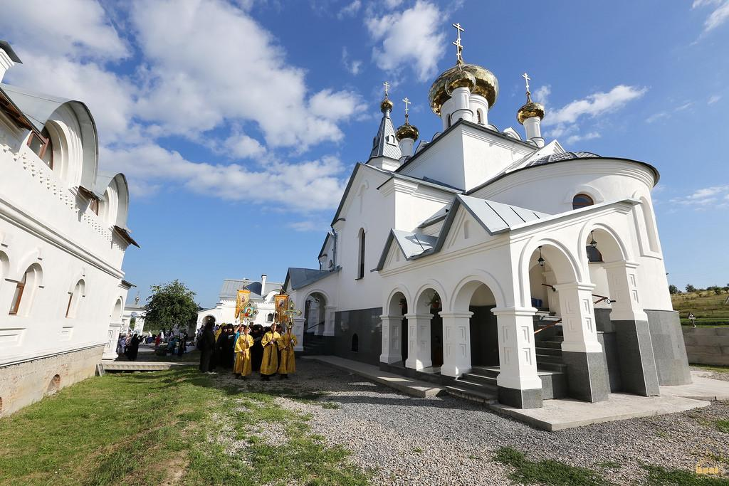 Чин великого освящения храма начался в 7 часов / svlavra.church.ua