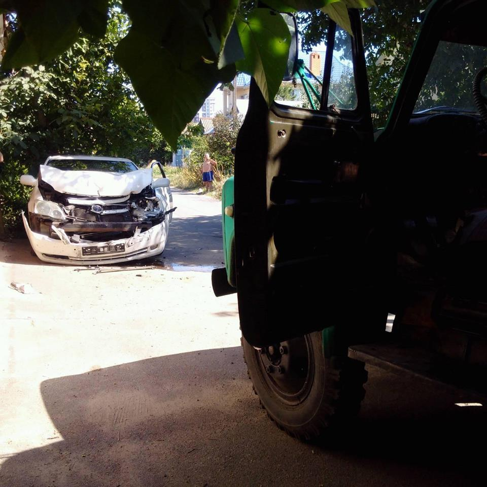Поліція відкрила кримінальне провадження за фактом наїзду вантажівки на авто з активістами під Одесою / фото facebook.com/grig.cozma