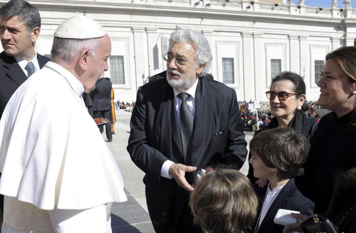 В марте 2016 года Пласидо Доминго вместе со всей своей семьей принял участие в общей аудиенции с Папой Франциском / elespanol.com