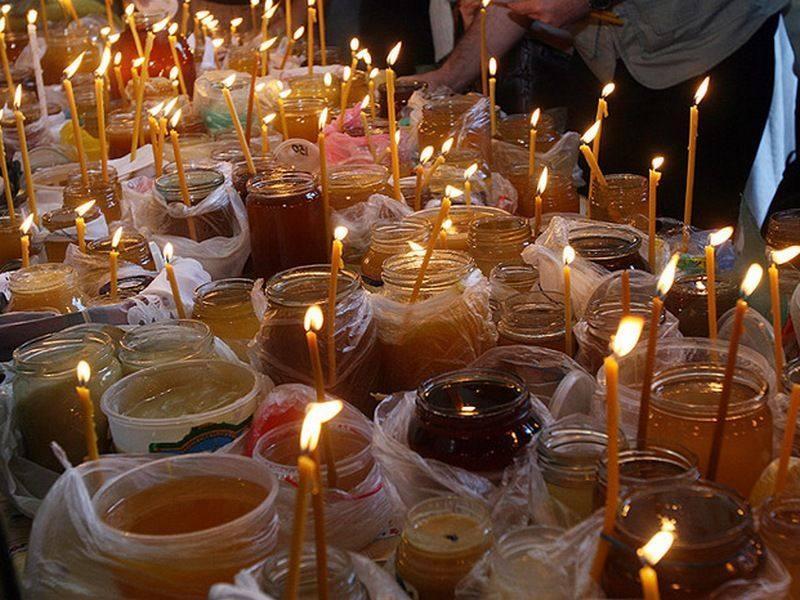 Всі охочі можуть пожертвувати в найближчий храм УПЦ баночку меду, варення або консервації / hramzp.ua