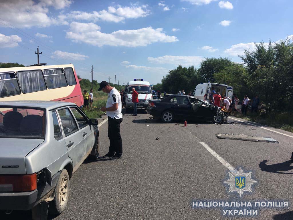 На Одещині зіткнулися легковик та маршрутка / фото od.npu.gov.ua