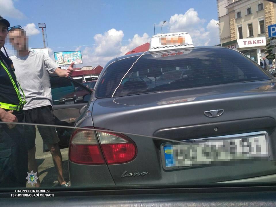 У Тернополі зловили п'яного таксиста / фото поліція Тернопільщини