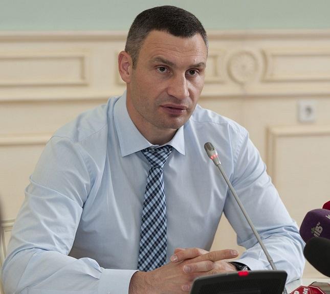 По словам Кличко, насущным является вопрос упорядочения размещения рекламы на транспорте / фото kiev.klichko.org