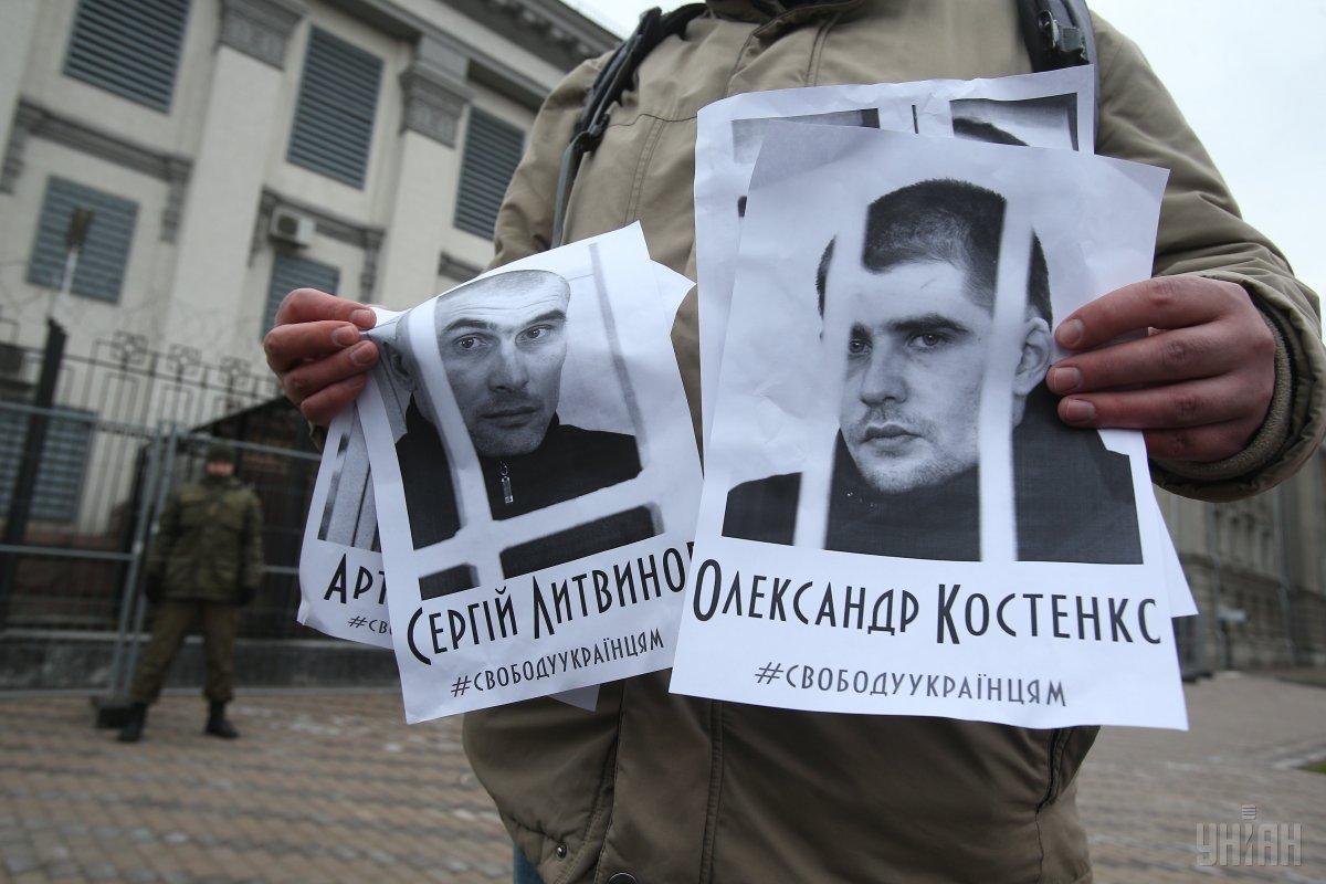 Александр Костенко прибыл в посольство Украины в Москве / фото УНИАН