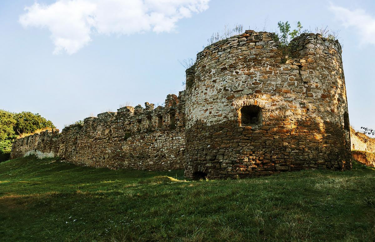Микулинецький замок / Фото findinukraine.com.ua