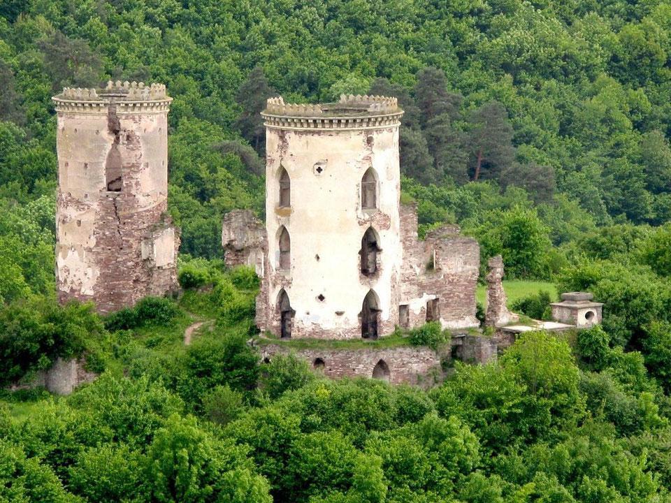 Замок у Ниркові - один з понад 30 неймовірних замків Тернопільщини / Фото castlesua.jimdo.com
