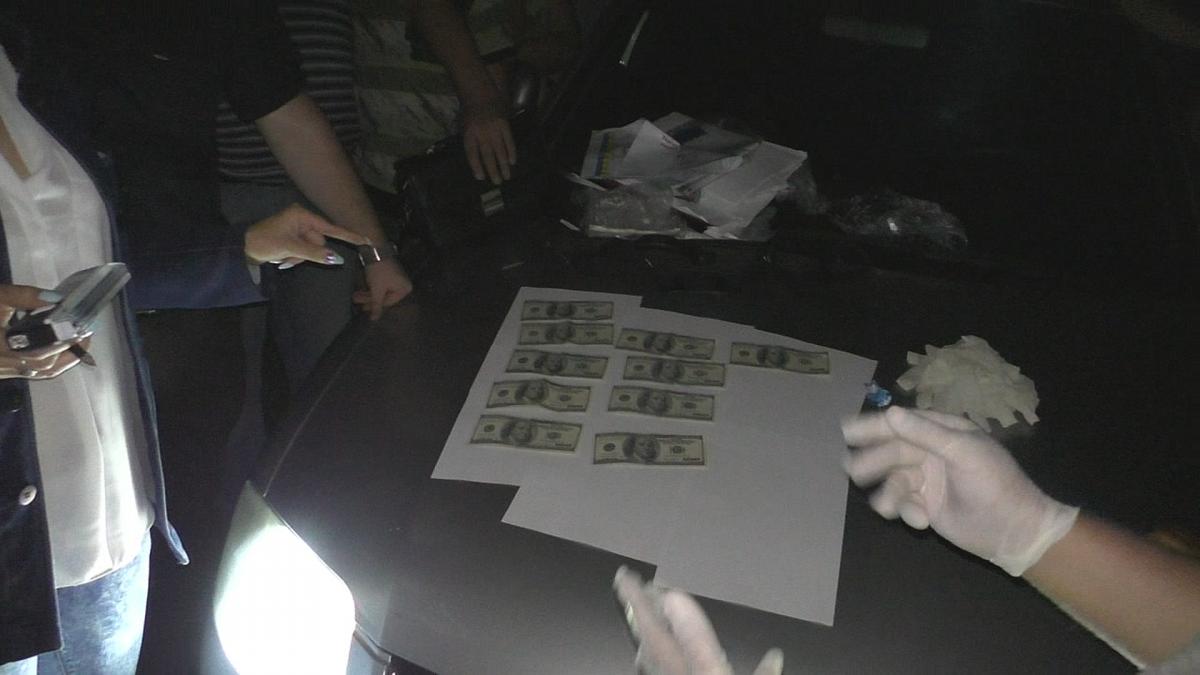 Поліцейського піймали на хабарі / фото НПУ
