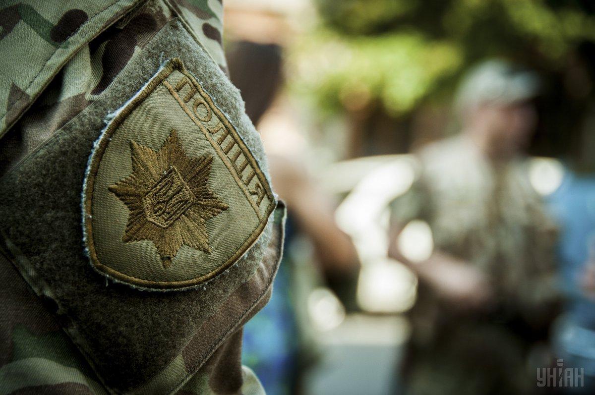 Полицейские взяли под круглосуточную охрану окружные избирательные комиссии / фото УНИАН