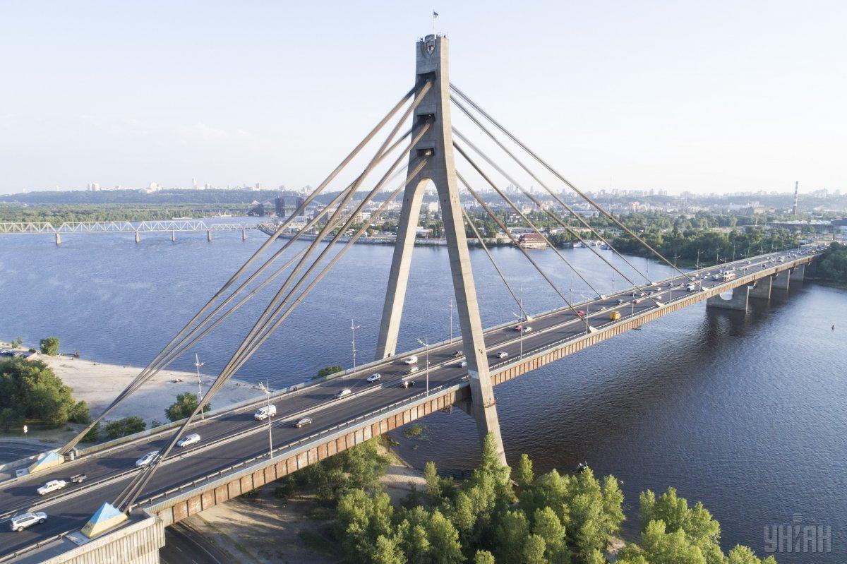 У столиці до кінц жовтня обмежать рух на Північному мосту / фото УНІАН