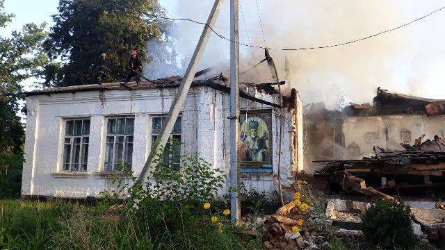 Храм последние годы стоял закрытый из-за того, что жители села поссорились между собой в решении вопроса конфессиональной принадлежности церкви / zhytomyr.dsns.gov.ua
