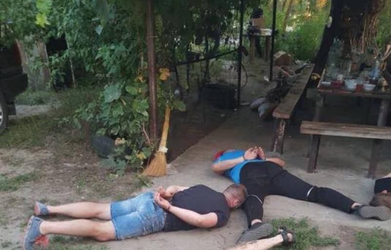 На Кіровоградщині поліція затримала десятки кримінальних авторитетів, що влаштували ділову зустріч на природі/ Facebook - Вячеслав Аброськин