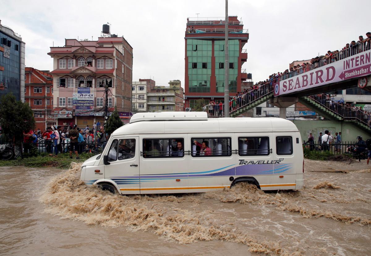 Потужні зливи призвели до сходження зсуву в Непалі/ REUTERS