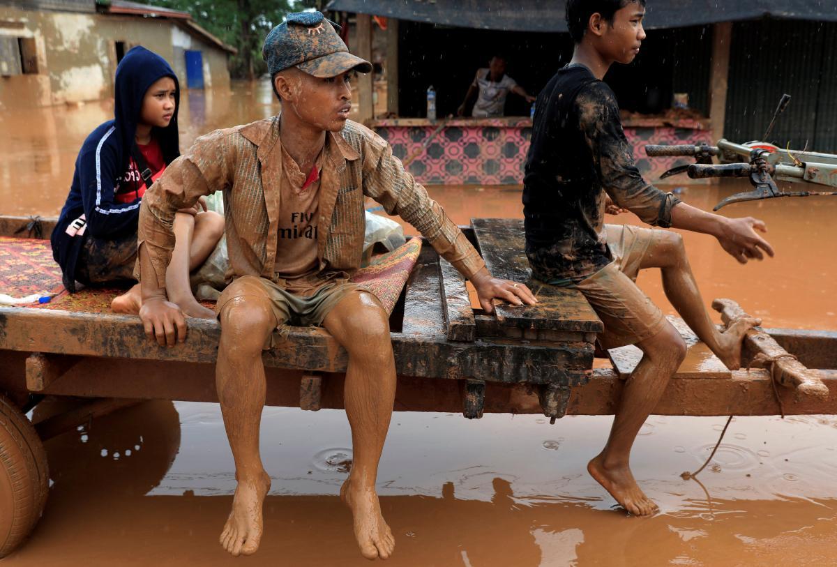 Наслідки прориву дамби в Лаосі / REUTERS