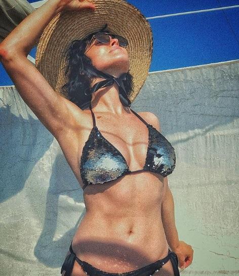 Астафьева позировала в купальнике / фото instagram.com/da_astafieva
