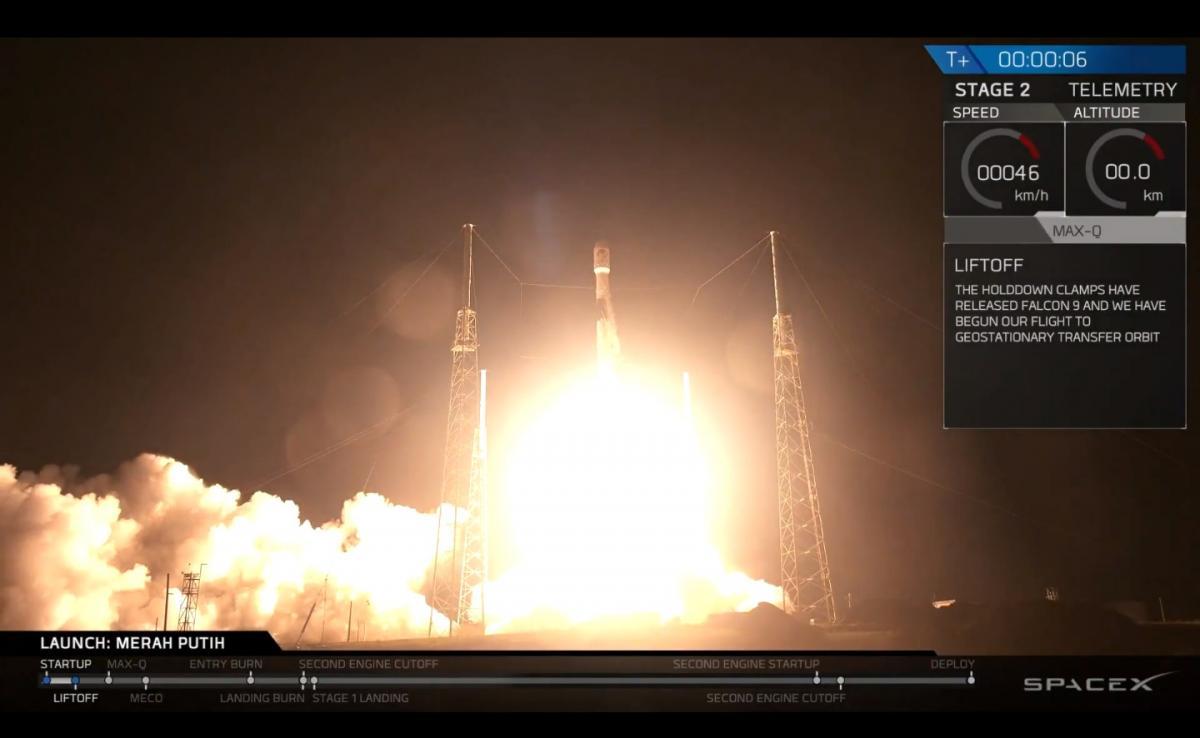 Ракета SpaceX запустила супутник наорбіту, її перша ступінь приземлилася наплатформу