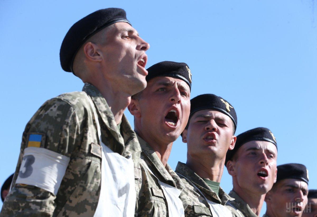 Загалом у параді беруть участь 4500 військовослужбовців, 250 одиниць техніки - Полторак / Фото УНІАН