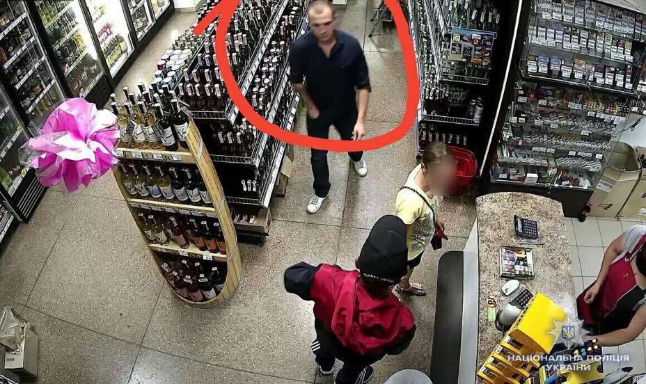У поліції показали фото другого підозрюваного у замаху на активістку Катерину Гандзюк / фото npu.gov.ua