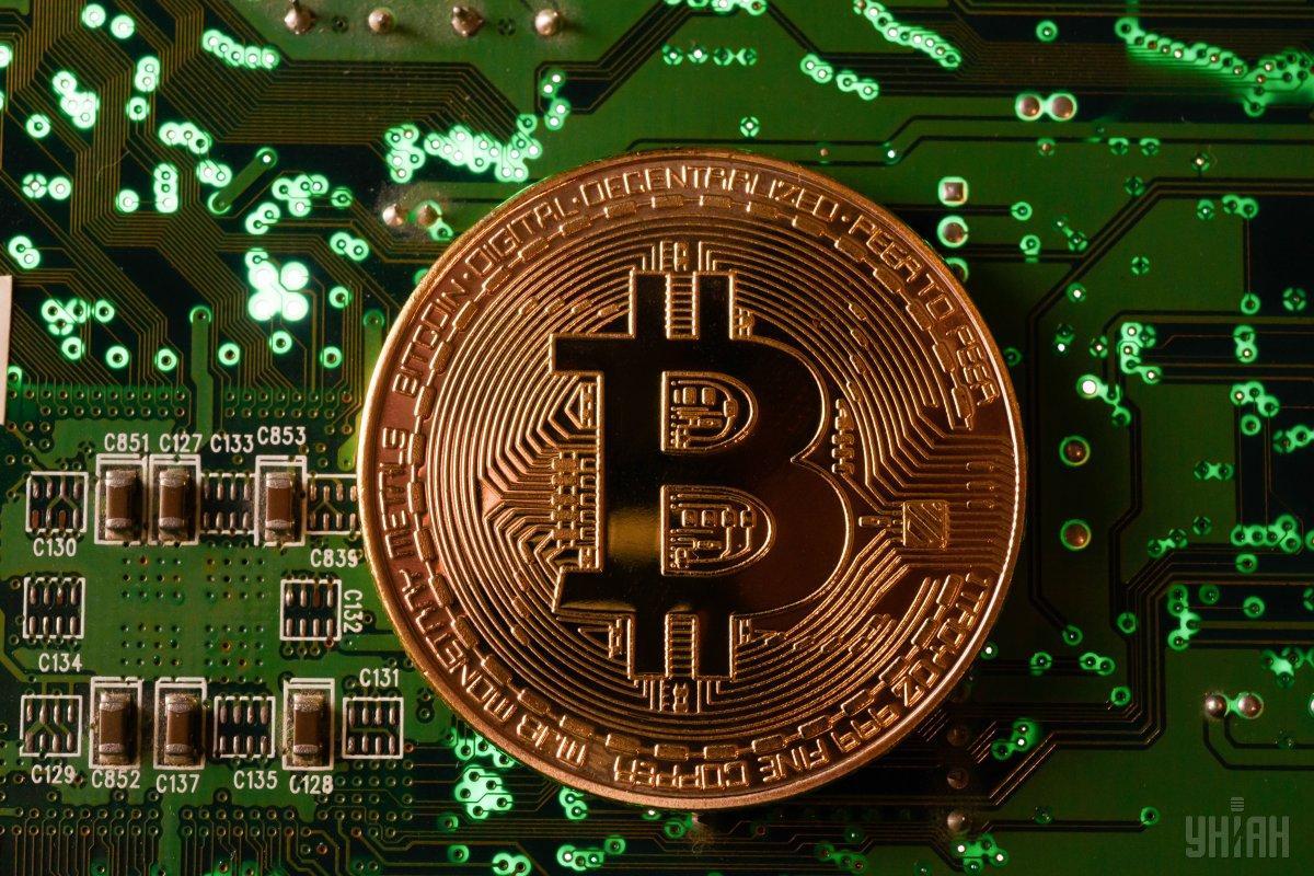"""Сьогодні популярна криптовалюта торгується по 6400 доларів за """"биток"""" / фото УНІАН"""